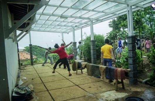 Penyerangan dan Pengrusakan rumah ibadah Eden, 15 Mei 2001