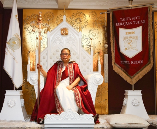Paduka Bunda Lia Eden menyampaikan Wahyu Tuhan dan Sabda Paduka Maharaja Ruhul Kudus