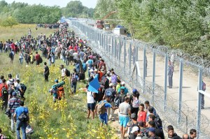 2C56B05300000578-3239625-Hungary_has_announced_plans_to_build_a_giant_fence_along_the_Cro-a-32_1442592522211